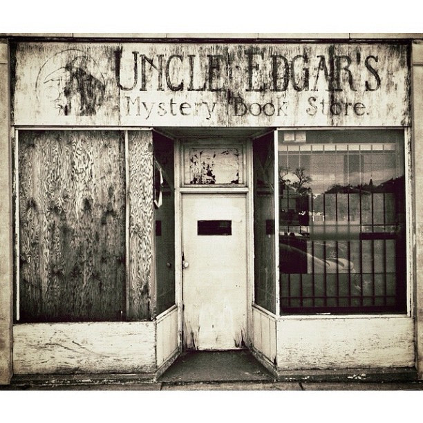 teachingliteracy:   Uncle Edgar's Mystery Book Store (by Nick Winterhalter)