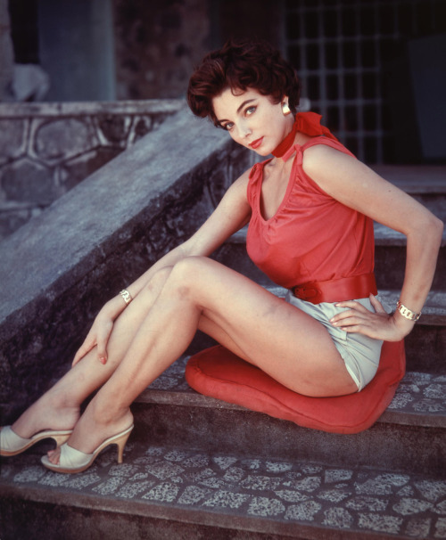 Joan Collins http://actresspictures.co.uk