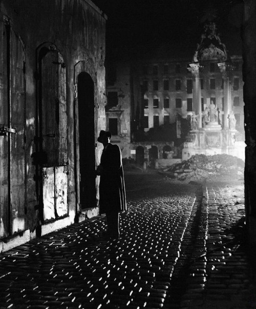 Joseph Cotten in The Third Man (1949, dir. Carol Reed)