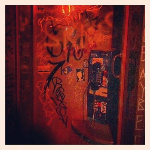 Tele #Oakland #ElisMileHigh #PunkRockClubs #PhoneBooth (Taken with Instagram at Eli's Mile High Club)