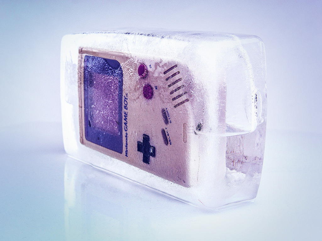 otlgaming:  FROZEN GAME BOY Image by Mélanie Allonneau (via it8bit)