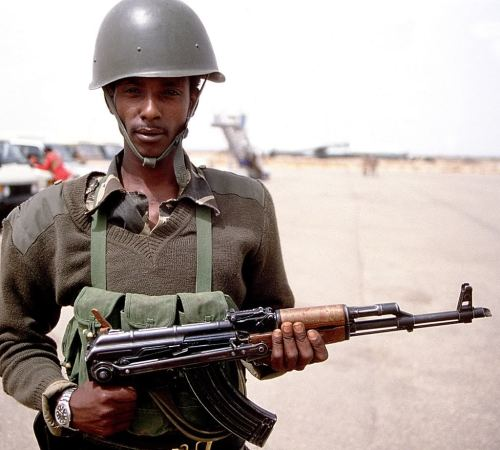 Soldier in Somalia. (Military Photos)