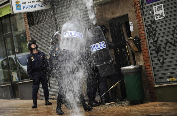 Spain's riot police evicting a family from their home, as per the bank's requestit's a class war, pick your side