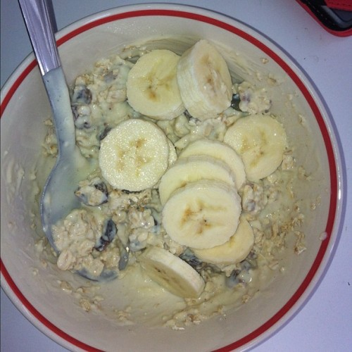 Vegan week day 1 breakfast: oats, alpro soya yoghurt, raisins and banana ❤ (Taken with Instagram)