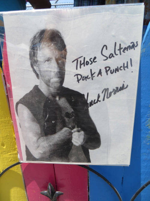 poplipps:  Even Chuck Norris loves a food festival…  Всегда на стороне справедливости