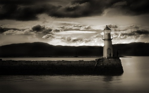 live-2-learn:  black and white study of a lighthouse