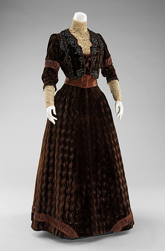 omgthatdress:  Dinner Dress Rouff, 1900-1903 The Metropolitan Museum of Art