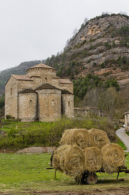 medievallove:  Una canònica a pagès / Countryside romanesque by SBA73 on Flickr.
