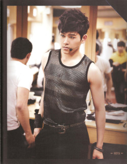 fuckyeahhoya:  Infinitize Showcase DVD photo book | cr: urangpilkyo. read: terms of use.