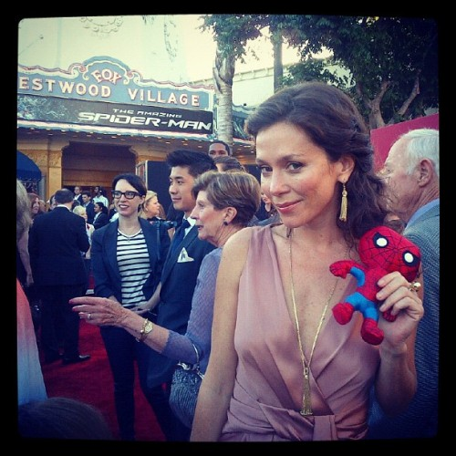 #igersitalia_swspidermantour #amazingspiderman Spiderino & Anna Friel (via Photo by screenweek_pic • Instagram)
