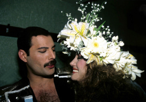 http://fuckyeahmercury.tumblr.com/post/26844478245/freddie-with-jane-seymour-at-fashion-aid-1985