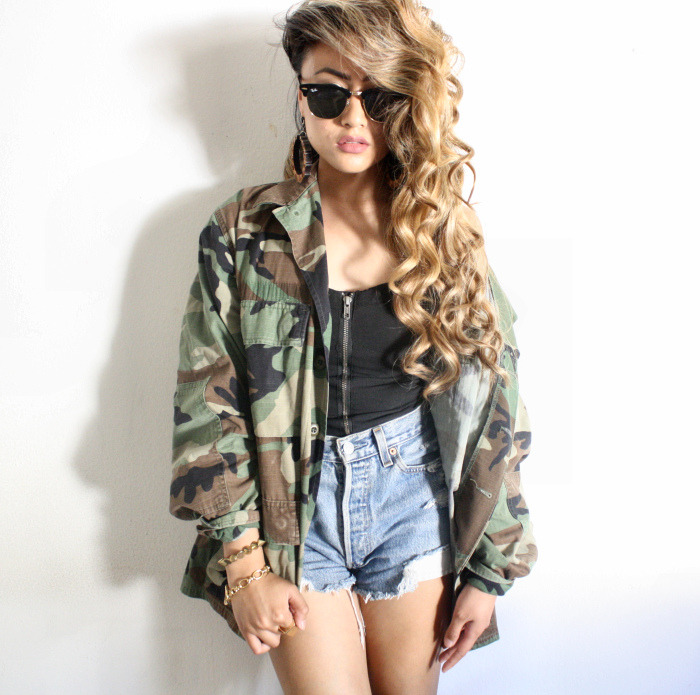 what-do-i-wear:  UO MENS CAMO JACKET, H&M CORSET, THRIFTED HIGH-WAISTED LEVIS SHORTS (IMAGE: curiouserlia)