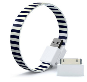 Wear your USB like a bracelet. (by Mozhy)