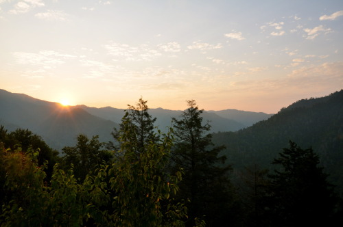 sunrise on chimney tops great smokey mountains national park