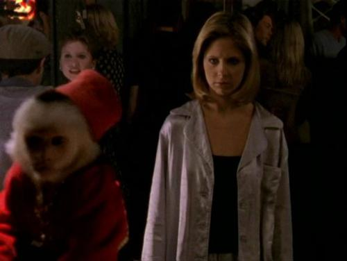 What Would Buffy Wear?: Bedtime Edition! Even when she's dreaming, Buff sure does have some fancy schmancy pyjamas. These shiny steel grey babies seem to be a few sizes too big for her, but who cares. They look silky.