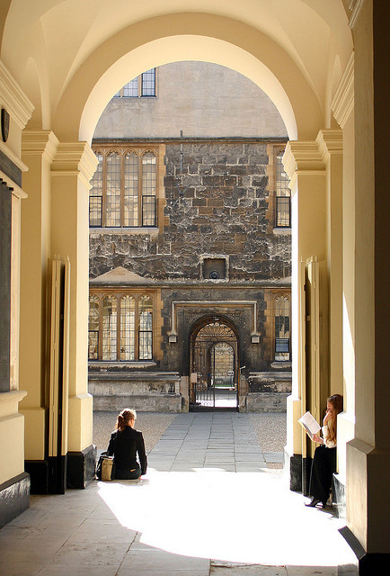 beautifuloxford:  Beautiful Oxford: Bodleian Library, Oxford (by Cathy G)  Yes, it does look this beautiful in person.  Especially when emerging after hours of studying inside.