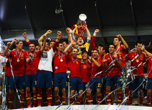 theworldsgame:  Spain celebrate their well deserved European Championship