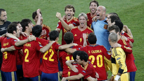 Omg. Their faces: Xabi, Fernando, Nando, Sergio, and Pepe… LOVE IT!