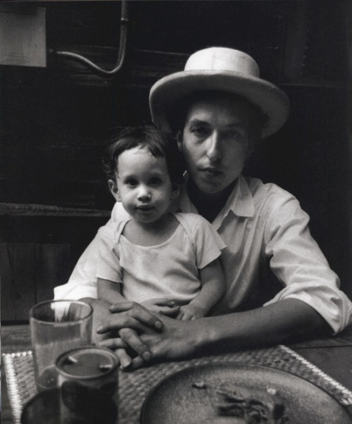Bob Dylan and son Jesse, by Eliott Landy, 1968