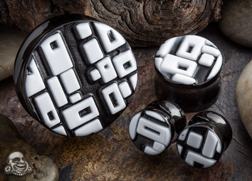 plugporn:  Retro rectangle plugs (white on black) by Gorilla Glass
