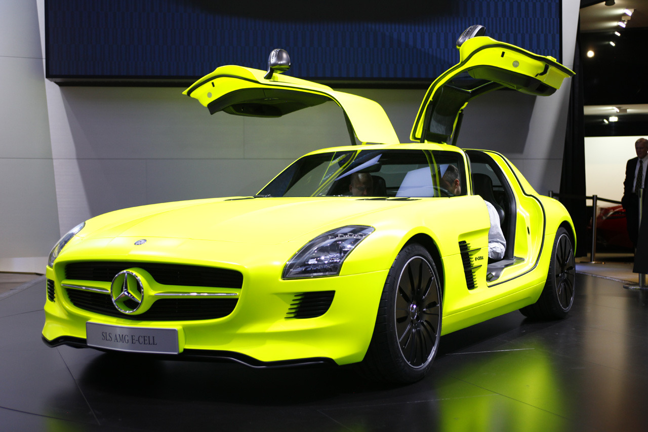 The prettiest, enviroment-safe, beast alive. Bless u SLS AMG-cell Mercedes