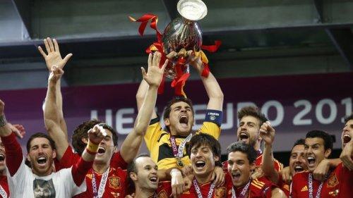 Wow ESPAÑA!! Congrats to La Roja!!!! Euro 2012 Champions!!! the TV cutaway shots of Italian players so upset wereheartbreaking. So much passion goes into this sport. SPAIN's Captain, Iker Casillas is the man!! But 4 real its obvious Spain seems to have an immense TEAM mentality, not individualistic. Truly Winners. WOW. What a game! What a run! A big thank your to TSN & Sportscentre for letting me part of their Euro 2012 coverage, it's been an honor to be part of this ride.