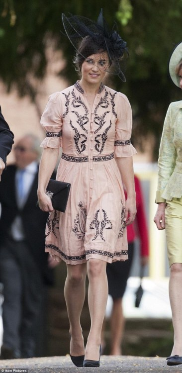 elizabethswardrobe:  Pippa Middleton in Temperley London at the wedding of Alice St John Webster and Gerald Avenel. The black accessories are quite harsh with such a pastel colour. Pastel heels would have given it a softer touch.