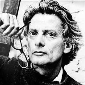 "July Inspiration File: Richard Avedon ""To be an artist, to be a photographer, you have to nurture the things that most people discard. You have to keep them alive in order to tap them.""  Click through for a great collection of his work presented by thinkingform.com"