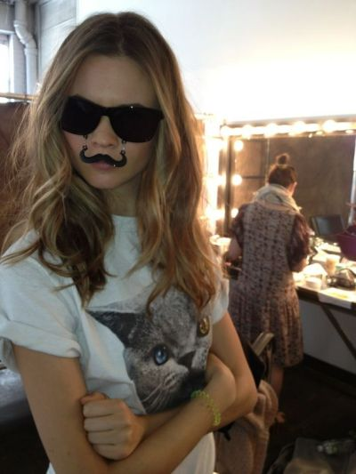 boyswith-britishaccents:  kiss-it:  alep-h:  It's Behati Prinsloo  omg i want her sunglasses