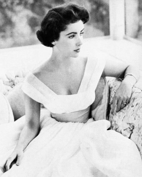 mint-tea-and-honey:  suicideblonde:  Elizabeth Taylor    Miss Violet Eyes