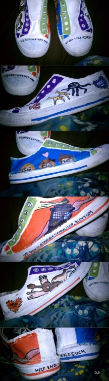 pixiefreakofachild:  Nerdfighter shoes :)