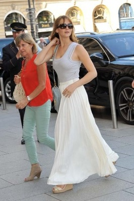 Jennifer arriving at the Ritz Hotel in Paris