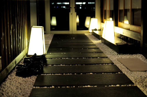 thenujabeslover:  Gion by meg1977 on Flickr.