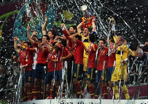 SPAIN !!! Campeones ! ¡ Campeones ! Olé ! Olé ! Olé ! Congratulations to Spain, who becomes the FIRST team to win back-to back European Championships..  And congrats also for all the Hipster fans! :D
