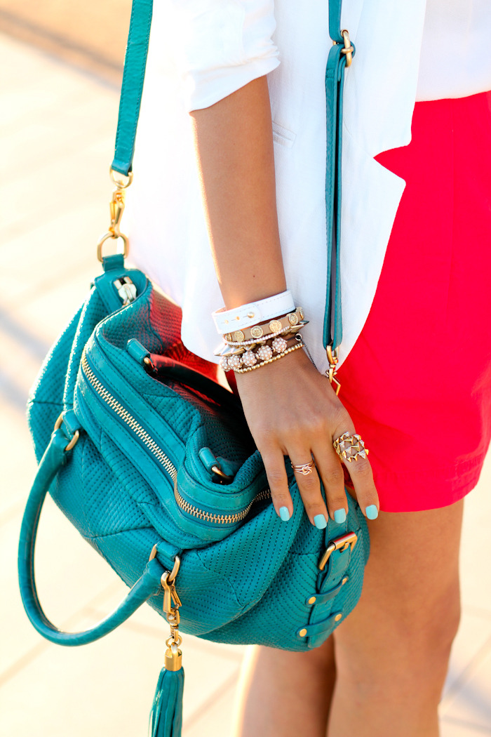 la-revee:  click HERE for a street style blog, i follow back similar blogs xx