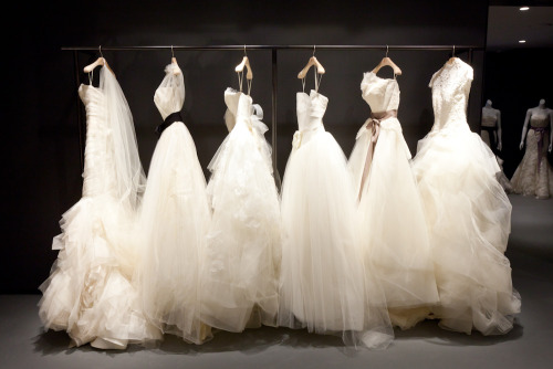 Vera Wang opens her first bridal boutique in Australia.