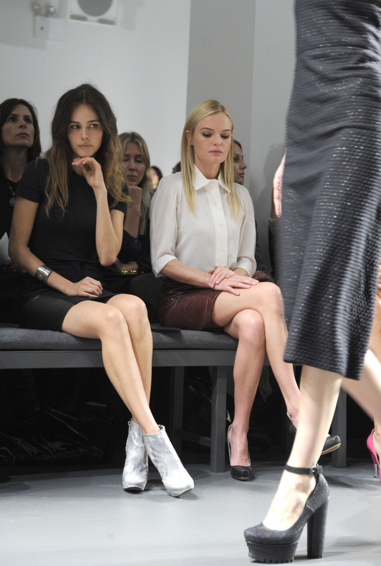 ner-oli:  Isabel Lucas and Kate Bosworth – Front Row at Calvin Klein Fall 2010