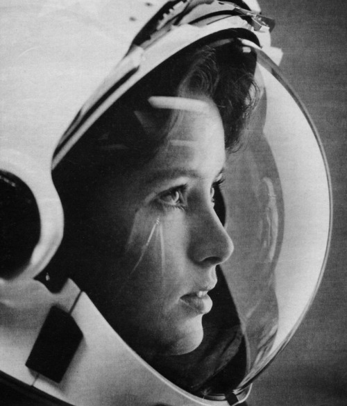 beea:  inritus:  NASA Astronaut Anna Fisher photographed by John Bryson for Life Magazine, May 1985.  Dr. Anna Fisher, American chemist and a NASA Astronaut.  She was also the first mother in space.