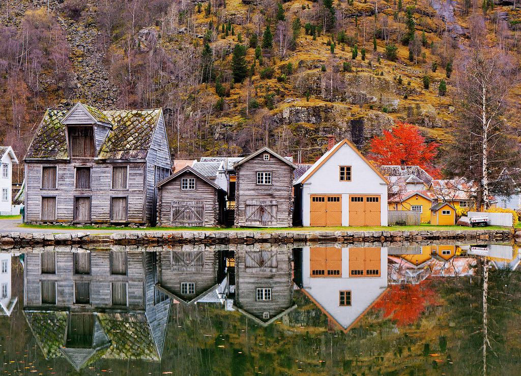 llbwwb:  Old Town Reflections (by John & Tina Reid)