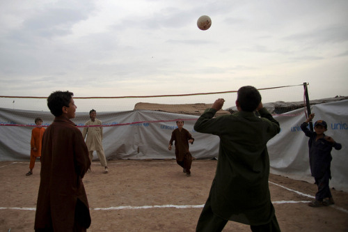 Children play in Jalozai camp on Flickr.#Photooftheweek: Young boys play volleyball at a @UNICEF-supported child friendly centre in #Jalozai camp. #Pakistan