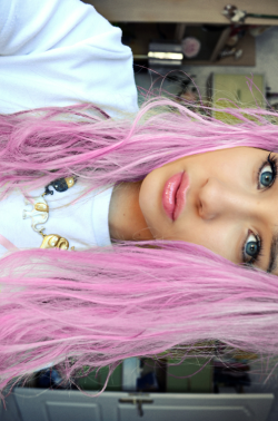 lisadopepretty:  me with pink hair lol