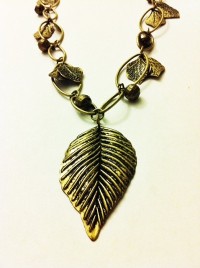 Rustic Leaf Necklace ——— Condition: Good $6.00 Contact Me! - illbringmyradio@yahoo.com
