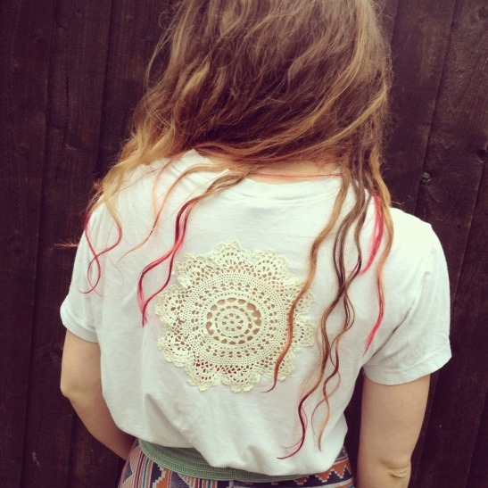 Doily Tshirt | By Hand London As expressed in may a post before, I love doilies, especially in fashion. I've seen lots of tops with the doily sewn onto the front, but I love this idea of sewing it onto the back with it open. A perfect top for Summer and even better as cover up for the beach!