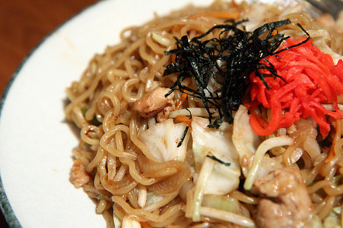 Yakisoba (Pan Fried Noodles with Chicken)