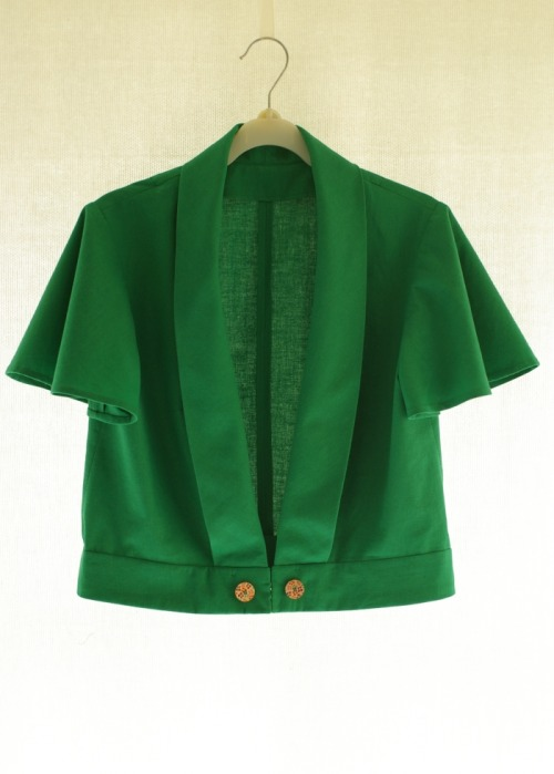 green fields jacket: pattern:  McCall's 4117, 1974, fabric: cotton, cotton gauze scraps for interfacing, notions: wooden buttons x2, hooks and eyes x3