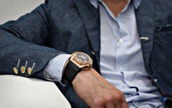 watchanish:  The Linde Werdelin SpidoSpeed in rose gold (limited to 50 pieces) teamed with a Junya Watanabe blue chambray blazer. Model: Linde Werdelin co-founder Morten Linde