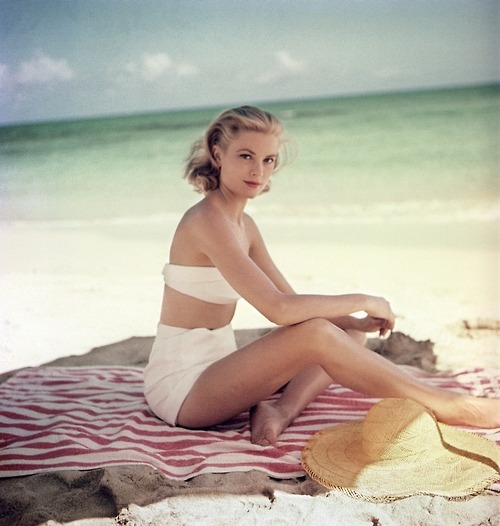 Grace Kelly… on the beach… wow!