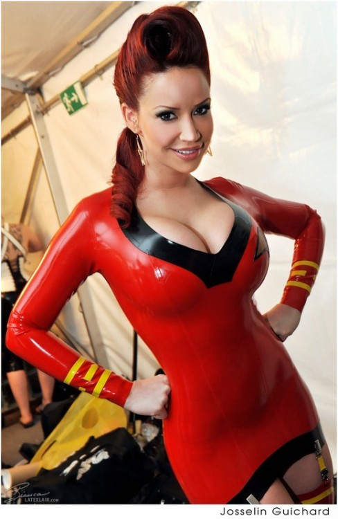 girlsinrubber:  Make it so Bianca Bianca Beauchamp latex Startrek uniform babe by Josselin Guichard   Reblogged via Stumblr