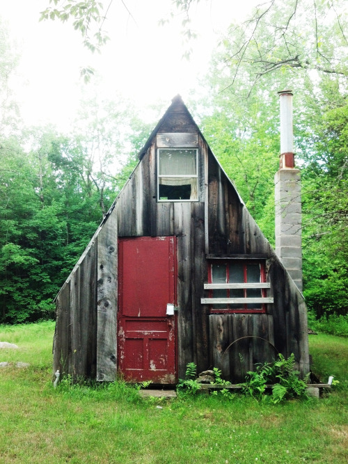 cabinporn:  Hunting cabin near the west branch of the Sacandaga River in the Adirondack Park, NY. Submitted by C. Miggs.
