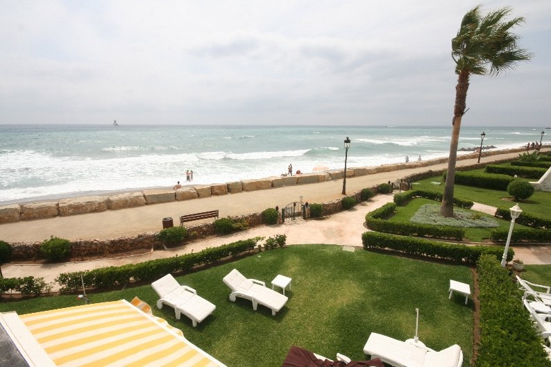 As beach front properties go this 3 bedroom villa is virtually in the sea! Located on the Golden Mile in Marbella (that is prime location to those who are not familiar) this property has been reduced by €400,000 to ensure a quick sale!